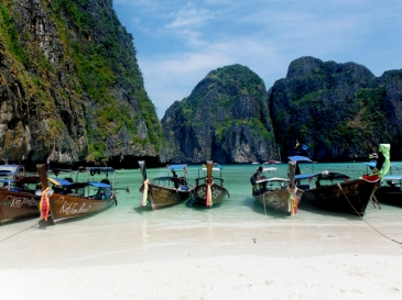 longboats-the-beach-thailand-5-star-stories